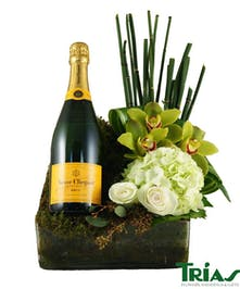 Give the gift of dazzling flowers and Bubbly!