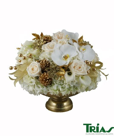 Christmas Flower Arrangements.Golden Treasure